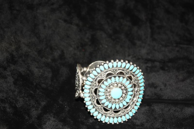 CS - Closed Bracelets