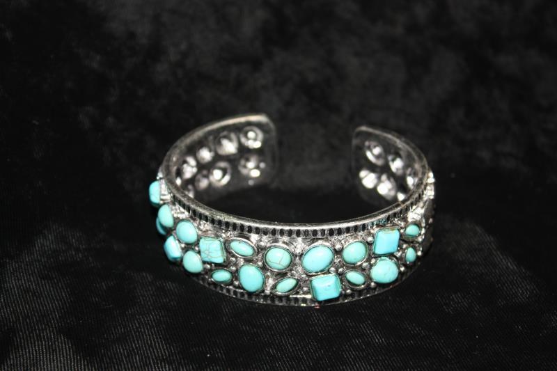 CS - Bracelet with pebbles
